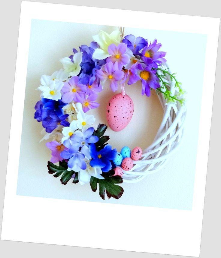 www.abgHomeArt.pl Ręcznie wykonany wianek wielkanocny. Efektowna i wyjątkowo elegancka wielkanocna dekoracja, która pięknie przyozdobi drzwi, okno, czy też kominek, a także wprowadzi powiew wiosny. Easter decorating ideas for the home, easter wreaths, inspiration, pretty flowers, kwiaty, wiosna, spring, wianek świąteczny