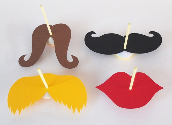 Lollipop mustaches! Supplies:different colors of paper, lollipops, scissors, optionally a pattern, pencil. The pattern can be found in the link. #DIY  #Treat #Kids