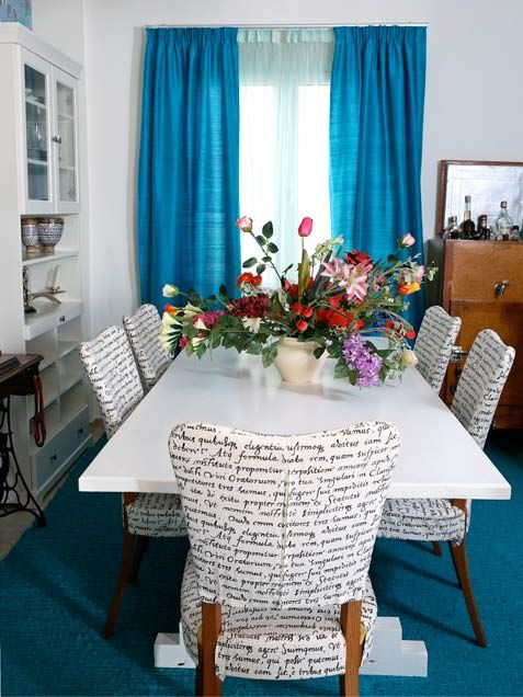 Love the word inspired fabric on these dining chairs!