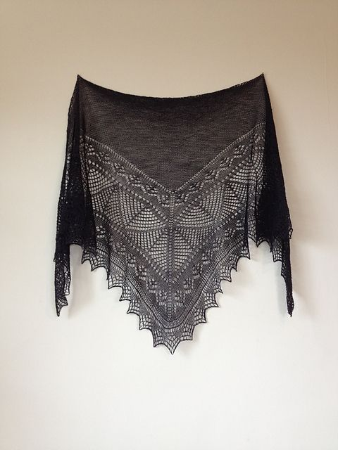 Mahy is a shawl inspired by the New Zealand author Margaret Mahy.