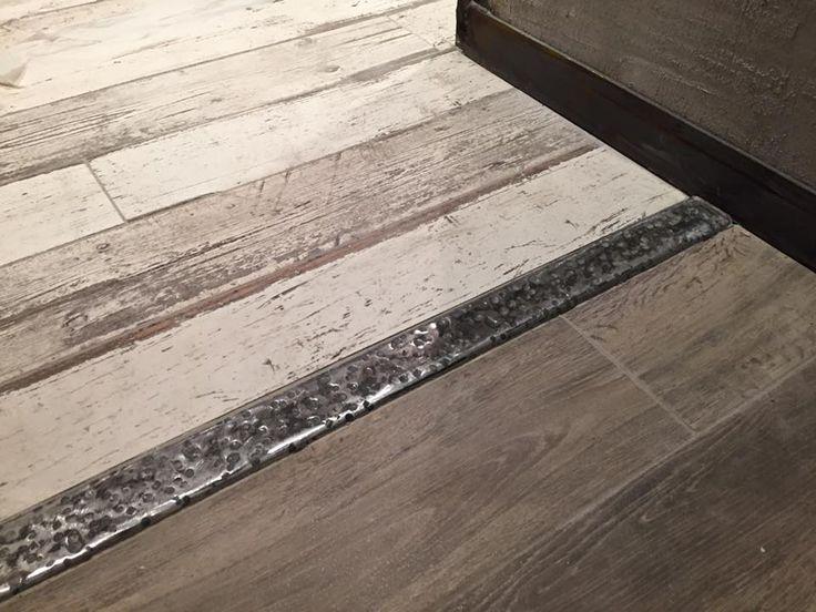 Финальный штрих в дизайне  квартиры или офиса, пороги для пола металлические.