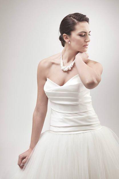 Le perle di cotone sono l'accessorio pensato per il tuo abito da sposa.   www.amatelier.com