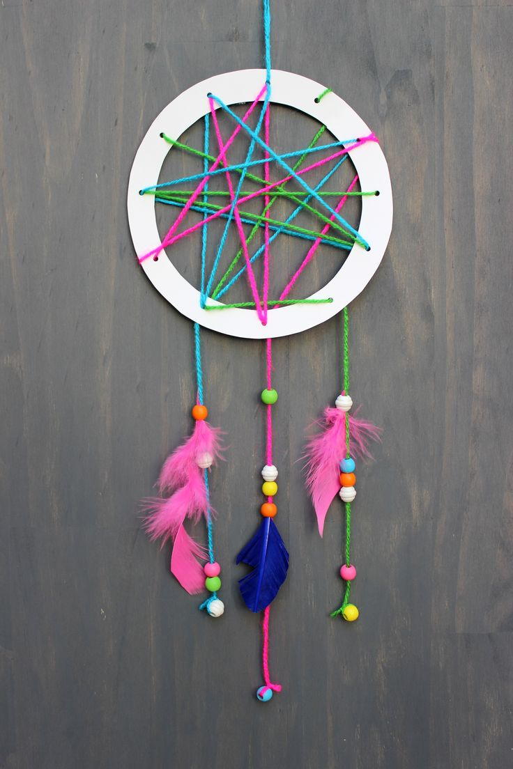 simple and chic diy dream catcher an easy kids craft on diy pinterest. Black Bedroom Furniture Sets. Home Design Ideas