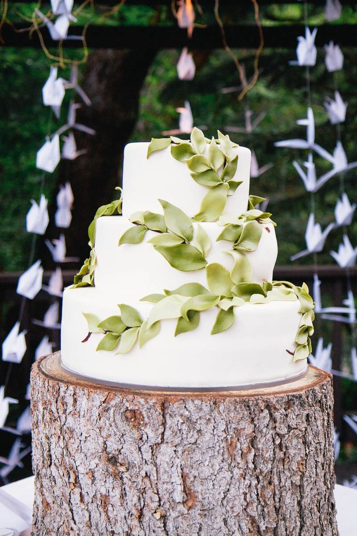 vine wedding cake vine motif wedding cake kate osborne theknot 21596