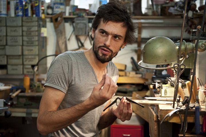Lucas de Staël dans son atelier parisien