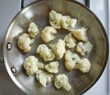 How to Steam Cauliflower In a Pan  This is by far my favorite way to steam cauliflower. One dish, real steam, great tasting cauliflower. Bring about 1/4 inch of water to a boil in a large frying pan. Add about 1/2 tsp. salt and trimmed and cleaned cauliflower florets. Cover and steam until as tender as you like (about 3 minutes for crisp-tender and up to 8 minutes for completely cooked, soft florets).