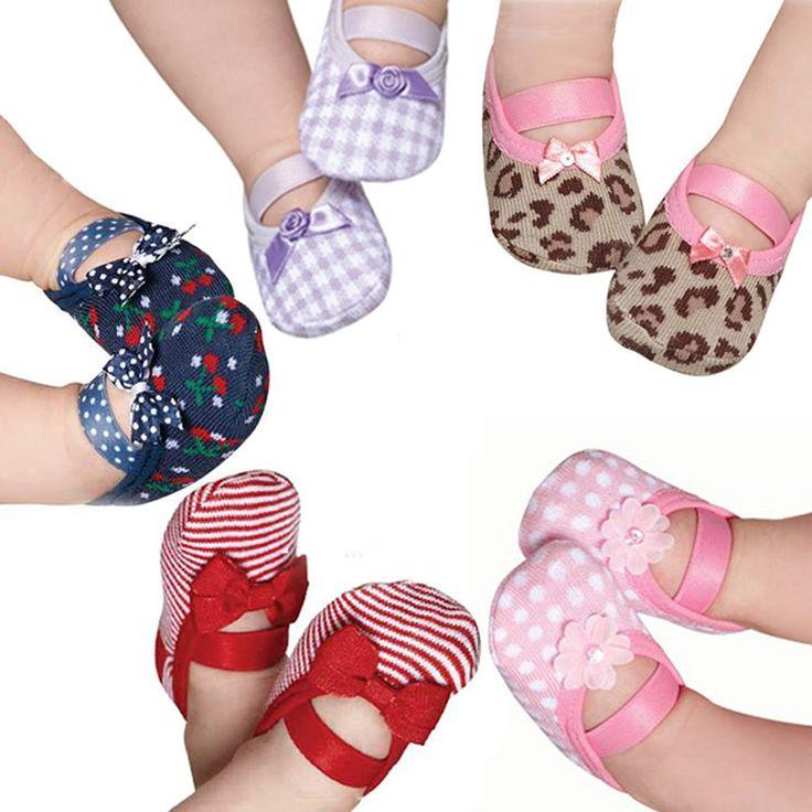 puket socks. socks to newborn shoes? I could diy this!