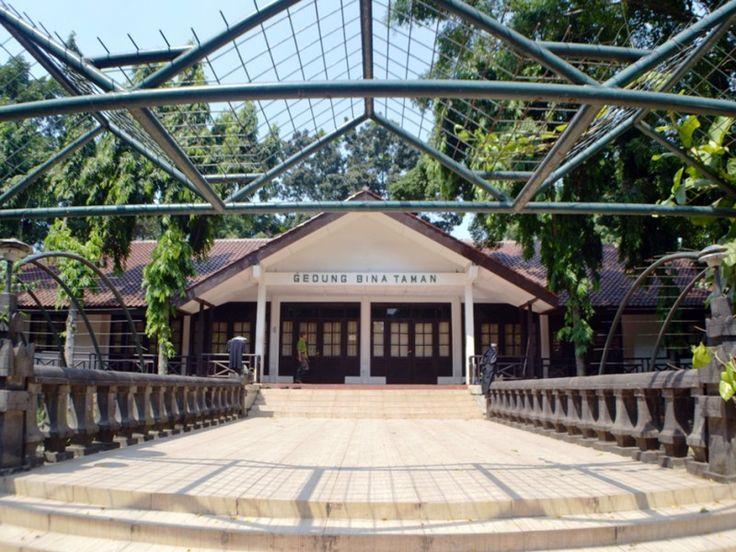 Gedung Bina Taman tempat penyuluhan dan pembibitan tanaman