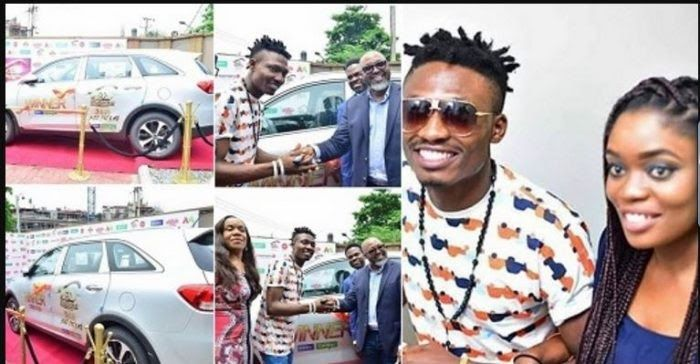 OMG! See What These Excited Ladies Are Doing To Celebrate Big Brother Naija Winner Efe (See Photos)