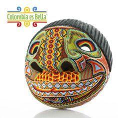 ¡Explora la cultura Kamenza! Decora tu hogar con las maravillosas mascaras de la tribu Kamenza. Esta cultura proveniente del valle de sibundoy en Putumayo es reconocida por elaborar máscaras con mostacillas ensambladas. http://www.elretirobogota.com/esp/?dt_portfolio=colombia-es-bella