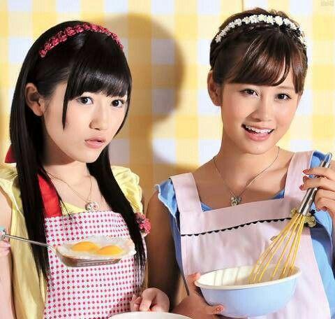 Mayuyu and Acchan cooking together. Watanabe Mayu (AKB48) and Maeda Atsuko (ex-AKB48)
