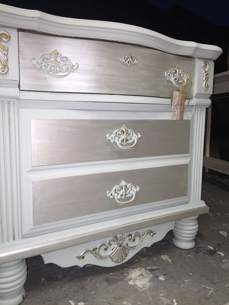 Custom ASCP blend and Modern Masters Metallic Paint in Oyster The Shabby Bee