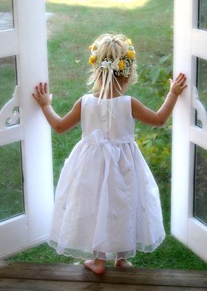 Google Image Result for http://tiffanybride.files.wordpress.com/2012/06/flower-girl2.jpg