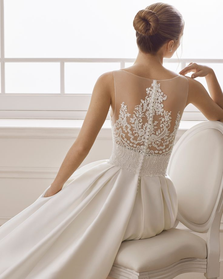 Tammu Back: Classic Wedding Dress In Beaded Tammy. V-neckline And Back