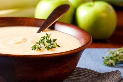 Wist je dat je met witloof ook een lekkere soep kon maken? Ga aan de slag met dit makkelijk witloofsoep van Piet Huysentruyt zodat je het zelf kan proeven.