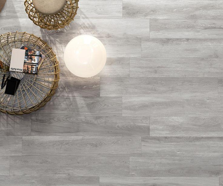 Traumhafte hellgraue Bodenfliese in Holzoptik für Ihr perfektes Wohnzimmer!