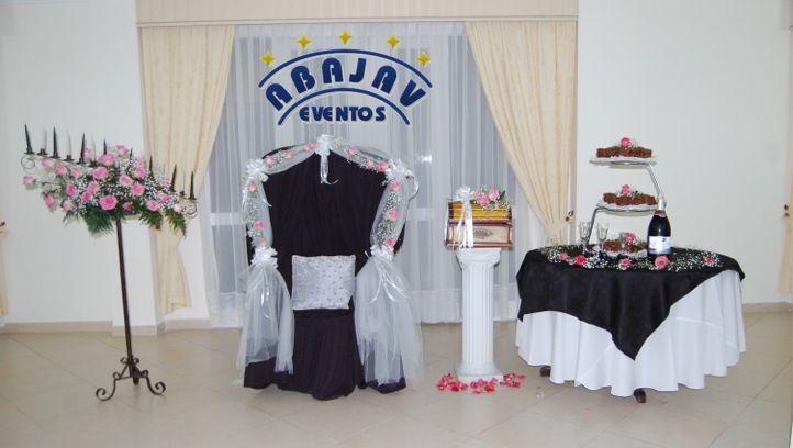 Si adoras el blanco y negro estos accesorios adicionales se verán muy bien en tu fiesta, Silla de Quinceañera, Candelabro, Caja de Sobres y Mesa de Ponque!!
