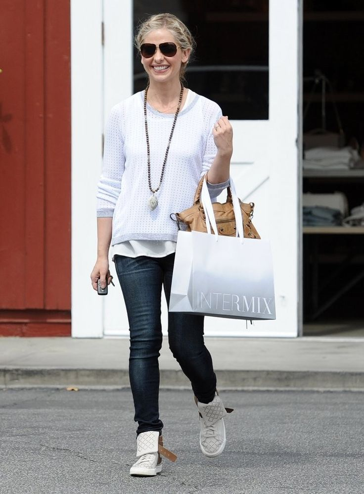 Sarah Michelle Gellar wearing Balenciaga Motorcycle Bag Rag & Bone Arianna Pullover