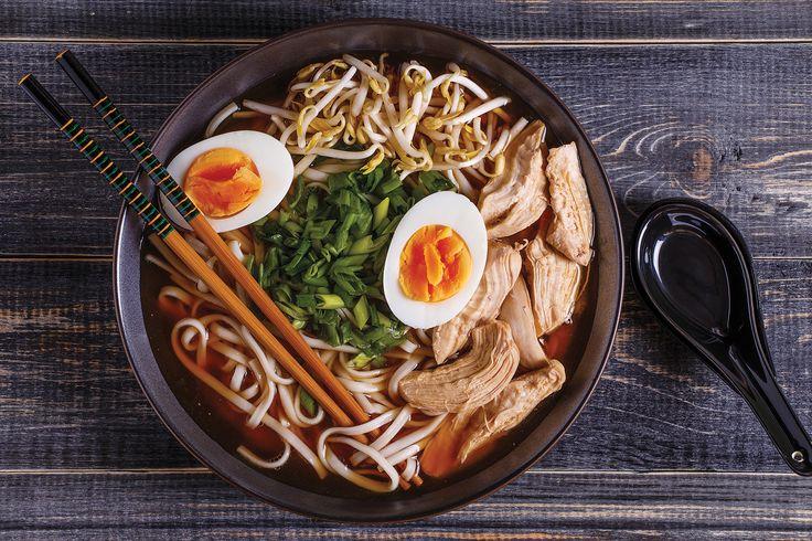 Ramen bacchette alla mano hashi gusta questo for Cucinare yakisoba