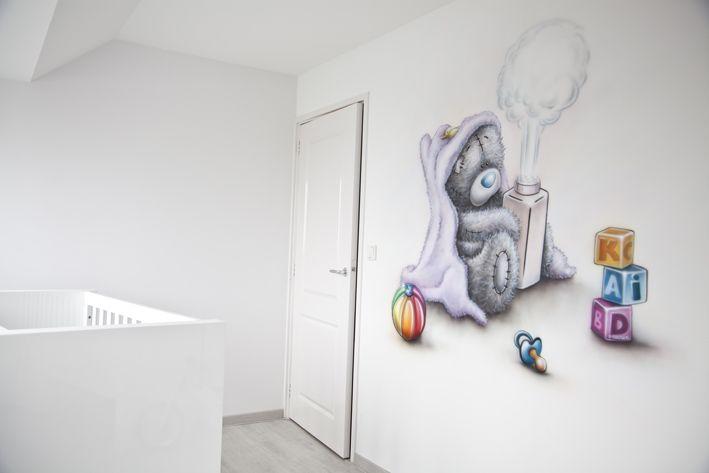 Me to you beertje airbrush muurschildering in de babykamer.