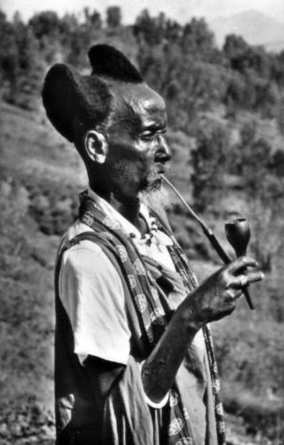 Africa | Elderly Mututsi man smoking a traditional pipe | Vintage postcard