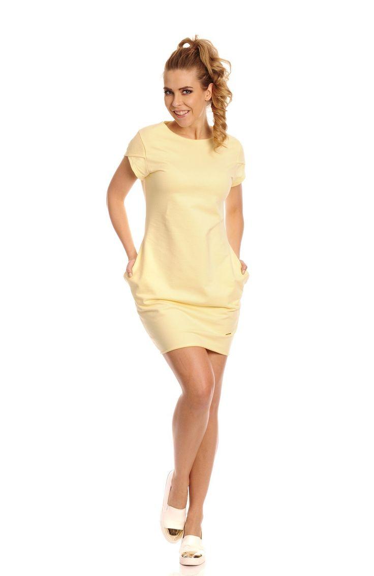 Sukienka Model Coco Cytryna Komfortowa sukienka z krótkim rękawem o luźnym kroju. Sukienka wykonana z miękkiej bawełny. Po bokach praktyczne kieszenie. #modadamska #sukienkiletnie #sukienka #suknia #sklepinternetowy #allettante