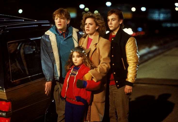 Elisabeth Shue, Maia Brewton, Keith Coogan, and Anthony Rapp in Adventures in Babysitting (1987)
