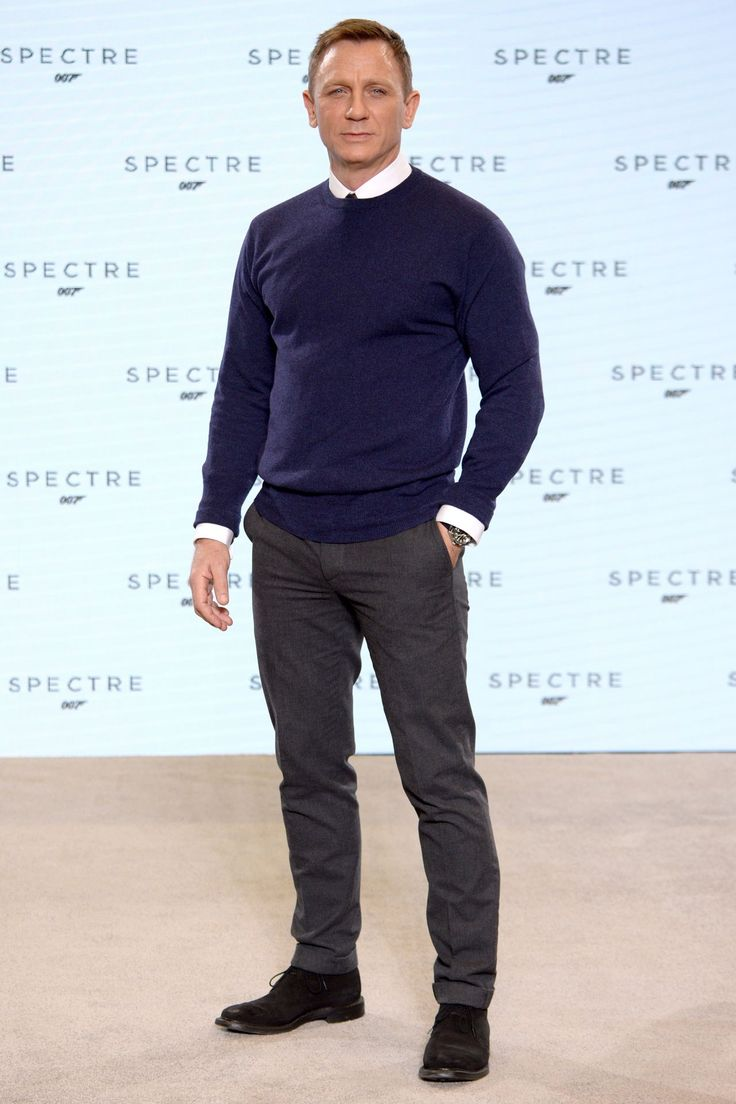 During the Spectre press conference, some tweeters commented that Bond's Brunello Cucinelli attire was a bit boring. On the contrary, we say it's classic. Besides, we've got a whole eleven months of seeing him in Tom Ford tailoring on set to come...