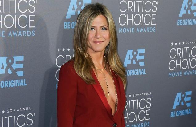 Jennifer Aniston: Dad begged me not to be an actress - TV3.IE #JenniferAniston