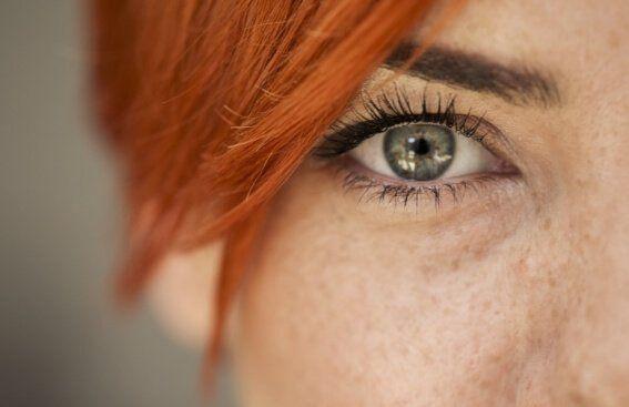 Leer las emociones de alguien en sus ojos es algo que todos podemos hacer. Al fin y al cabo, la mirada es la parte del ser humano que más comunica...