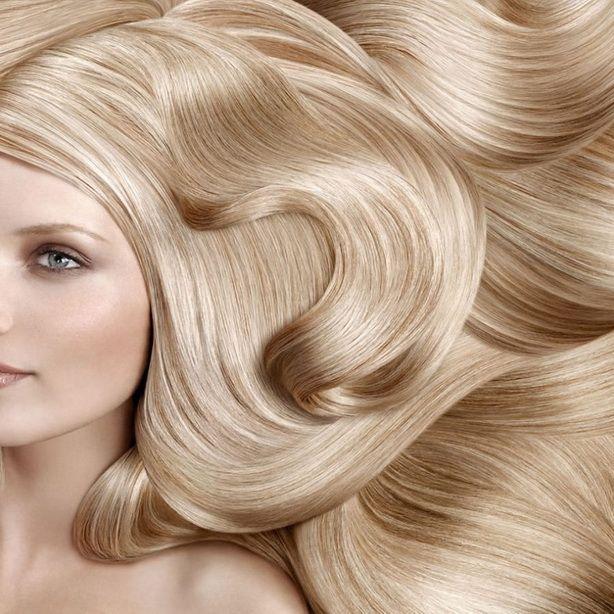 Мечта стать блондинкой посещает самые разные головы - и тёмные, и светлые, и даже рыжие. А если учесть, что волосы отличаются друг от друга не только цветом, но и множеством других признаков, становится ясно - чтобы блондирование удалось, парикмахер должен знать о волосах всё. И даже больше. http://estportal.com/volosy-pod-mikroskopom/  #EstPortal #эстетическийПортал #парикмахерскоеИскусство #стилистика #волосы #анатомия #колористика #меланоциты #пигментВолоса #строениеВолоса