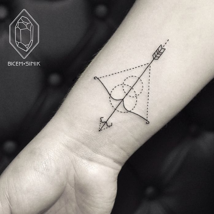 Geometric Line And Dot Tattoos By Turkish Artist Prove Less Is More | Bicem Sinik might be Turkey's Dr. Woo. This young female artist uses fine monochromatic lines to create geometric animals and other minimalist forms. The difference between Bicem Sinik and Dr. Woo is that Sinik sometimes uses subtle dots for basic shading, creating some depth in her images.