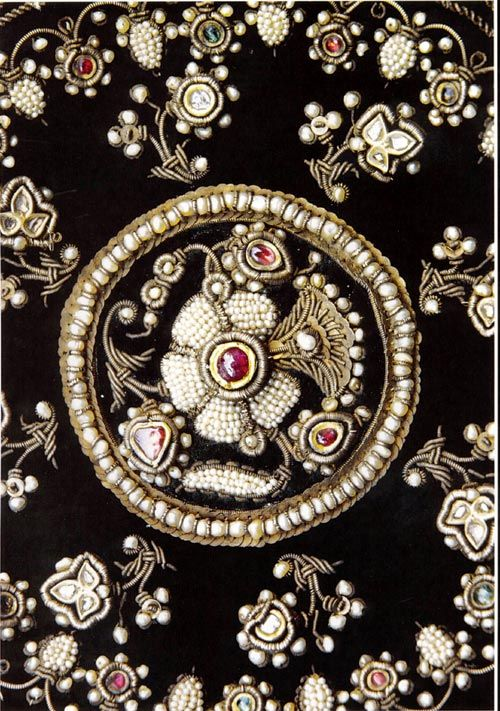 The motifs on caps assumed great importance. Zardozi work with silver thread, precious stones and kundan work was preferred by nawabs. Kundan work motifs are used even today.