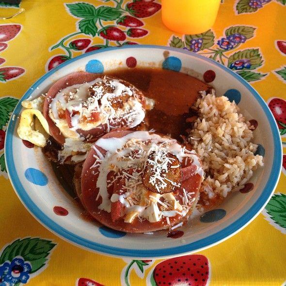 Huevos Motulenos Antojitos Mexicanos La Picadita Jarocha Via Foodspotting Mexican BreakfastTulumHot SauceTraditional FoodAntojitos