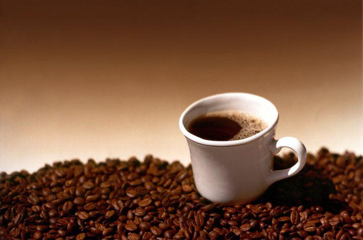 Es scheint einen wissenschaftlich belegbaren Zusammenhang zwischen Kaffee und Fruchtbarkeit zu geben. Der weiblichen Fruchtbarkeit zumindest soll der Kaffeekonsum abträglich sein. Der männlichen übrigens nicht, es soll diese sogar verbessern.   #Endometriose #Frauen #Fruchtbarkeit #Kaffee #Östrogene