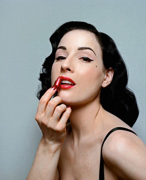 Natazsha Icon Dita Teese: 1000+ Images About Icons Holding Their Makeup On Pinterest