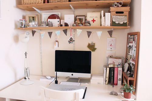 little desk.