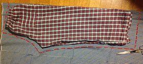 Gli avanzi di stoffa, le lenzuola rotte o le camice che non si usano più, fanno proprio a questo caso.   1- fare il cartamodello da un panta...