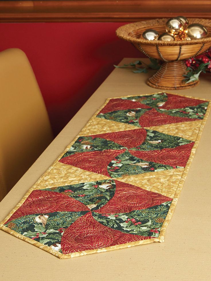 198 best images about christmas table runners quilts on for Instructions to make christmas table decorations