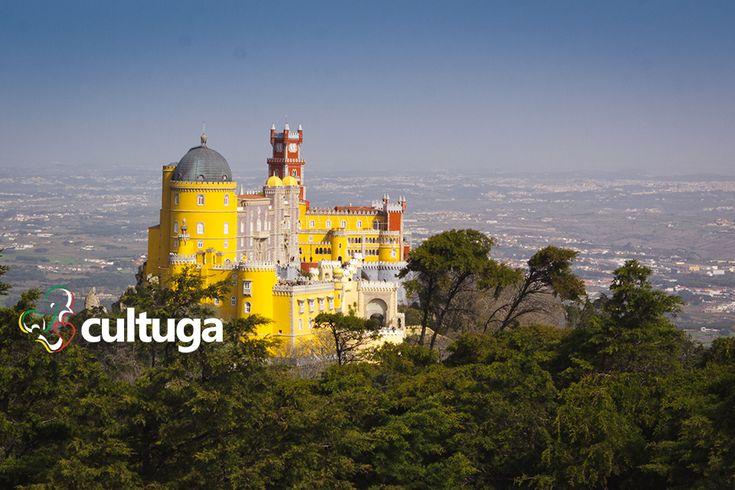 Palácio da Pena, em Sintra: um dos palácios mais românticos e inspiradores de Portugal.   Visita imperdível para um roteiro de lua de mel em Portugal :)