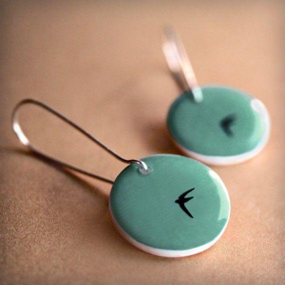 LOVE it. Turquoise ceramic earings with little black swallows. @Laura Jayson Jayson Valverde Garcia Smal kan jy dit maak?
