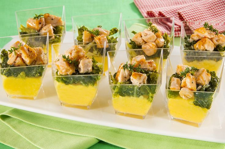 Bicchierini di polenta, verza agrodolce e salmone