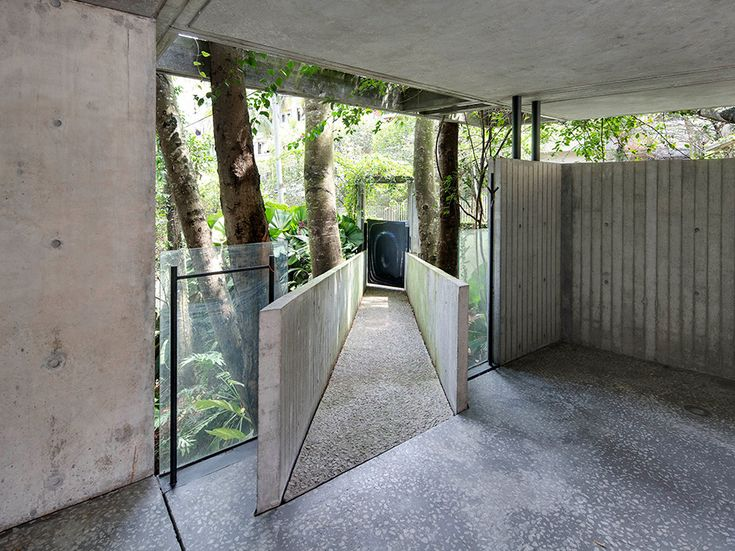 A Concrete House Finds a Home in the Tropics