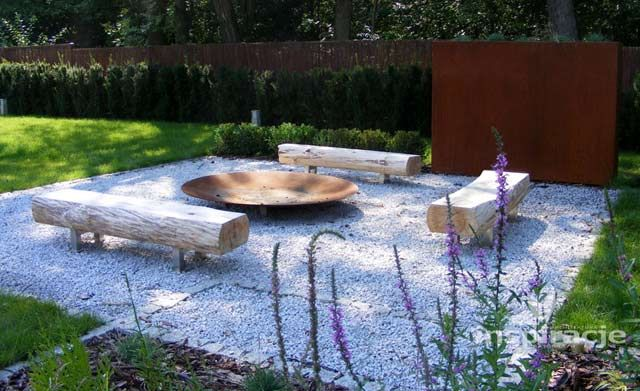 Miejsce na ognisko w ogrodzie