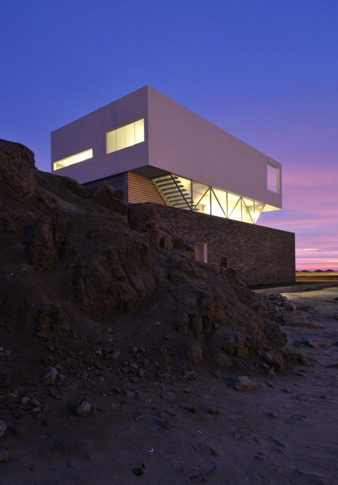 """Beach House in """"Las Palmeras""""/ Javier Artadi"""