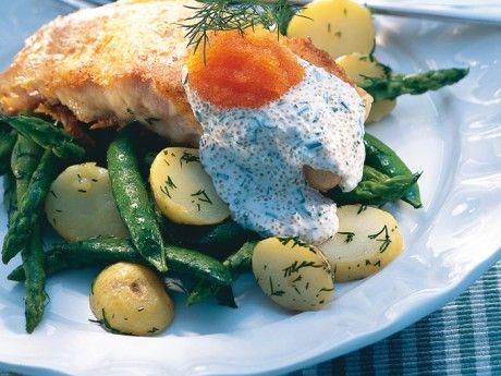 Västerbottenslax m. ljummen potatissallad & romsås Receptbild - Allt om Mat