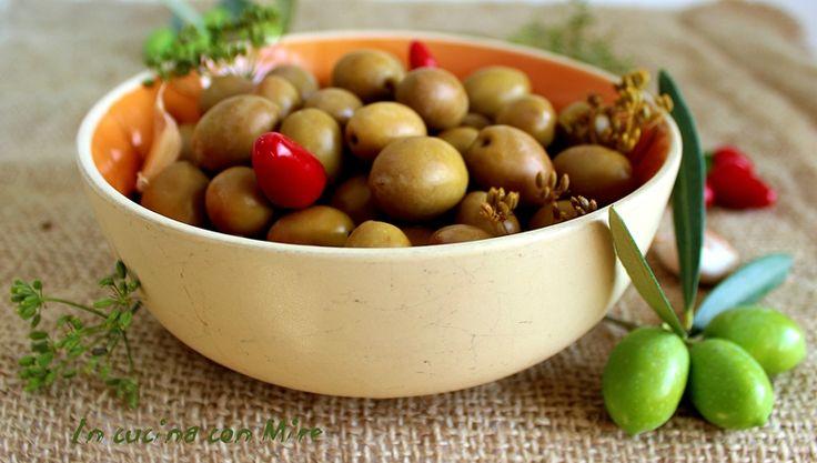 Olive verdi in salamoia alla calabrese