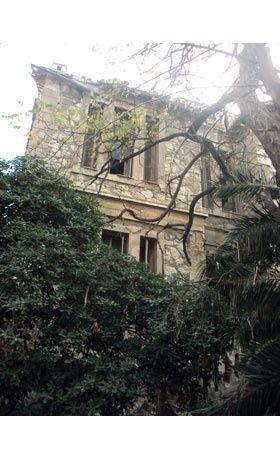 Βόλτα στα στοιχειωμένα σπίτια της Αθήνας