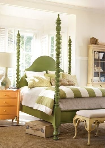 Green painted four poster bed  (via Making a House a Home)