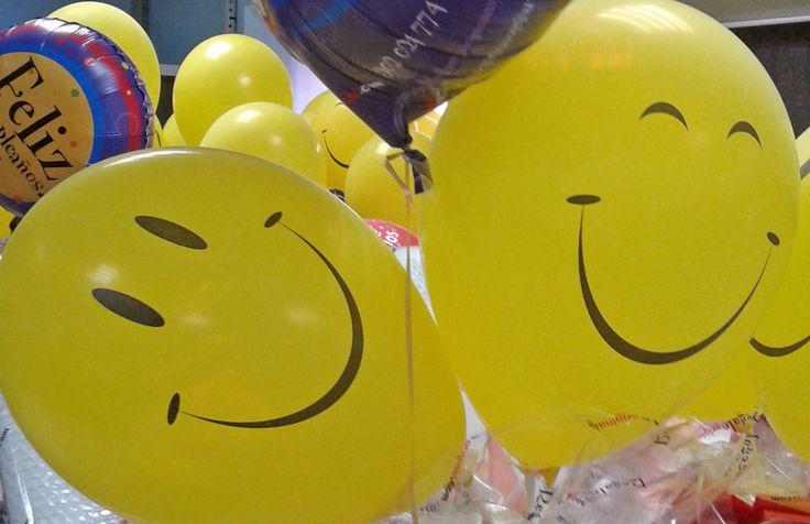 Los globitos de nuestros desayunos posando para la foto. Los días hay que tomarlos con su misma filosofía, ¡sonriendo! #globo #globos #felicidad #sonrisa #desayunoadomicilio #alegria
